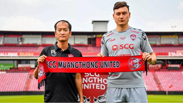 Đội bóng của Văn Lâm thua, HLV Muangthong từ chức - 1