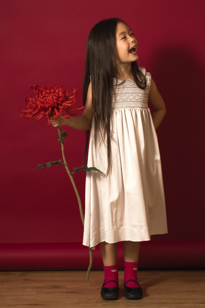 <p> Mái tóc dài giúp bé Sol thêm phần thu hút. Đoan Trang và ông xã đều muốn giữ mái tóc này cho con gái.</p>