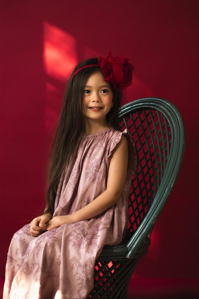 """<p> Đoan Trang chia sẻ: """"Sol luôn hiểu những lời ông bà, cha mẹ và thầy cô dạy cho mình, đặc biệt con nhớ rất dai. Con có thể nhớ hết những điều mà mọi người trong gia đình thích và không thích"""".</p>"""