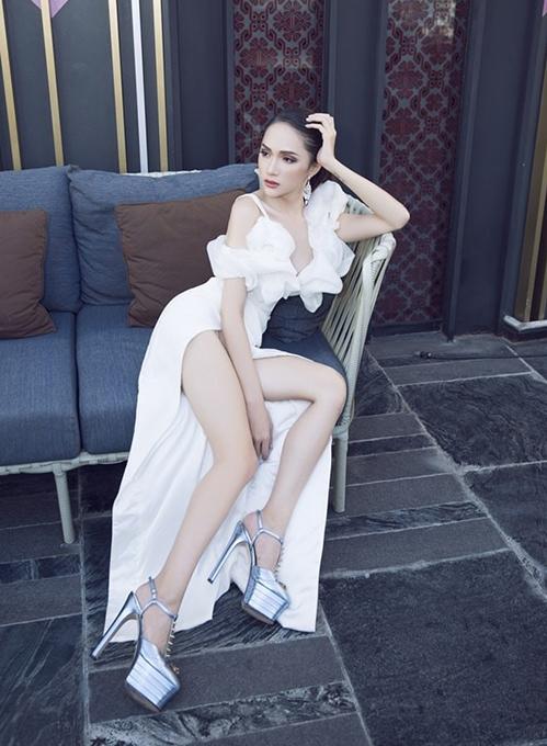 Mẫu giày của Gucci dù có phần platform nặng nề nhưng vẫn được nhiều người đẹp sắm về để tăng chiều cao.