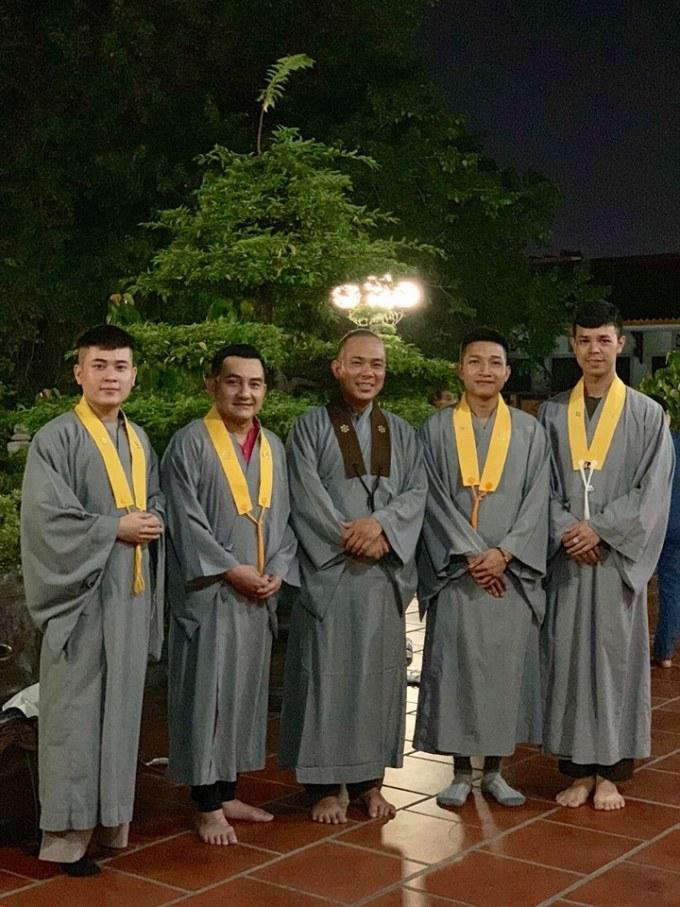 <p> Anh Vũ thường xuyên tham gia các hoạt động tại chùa trong những năm cuối đời.</p>