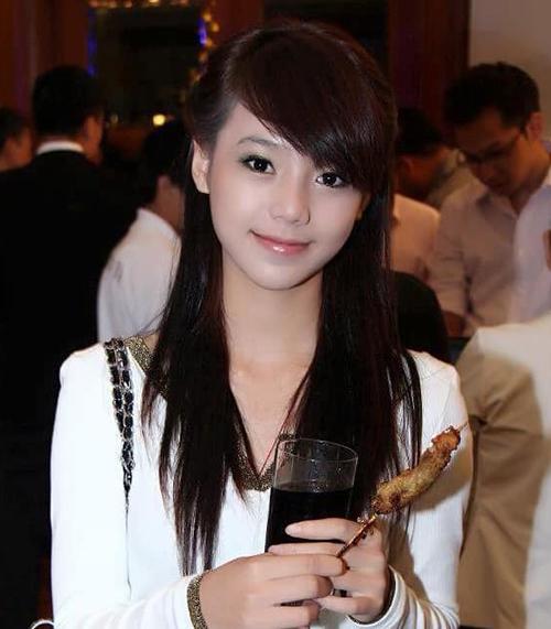 Quỳnh Kool lục lại hình từ 7 năm trước, khi mới 18 tuổi đã xinh xắn đúng chuẩn hot girl.