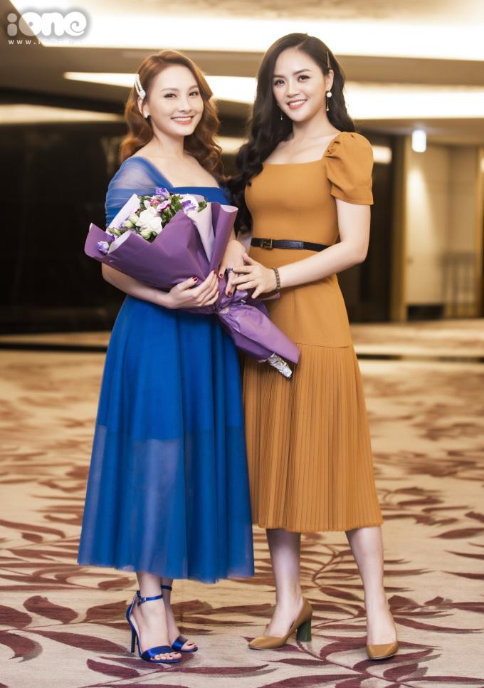 <p> Đảm nhận vai hai chị em gái có tính cách đối lập trong phim, cả Thu Quỳnh - Bảo Thanh đều kỳ vọng tạo dựng được ấn tượng với khán giả trong phim mới.</p>