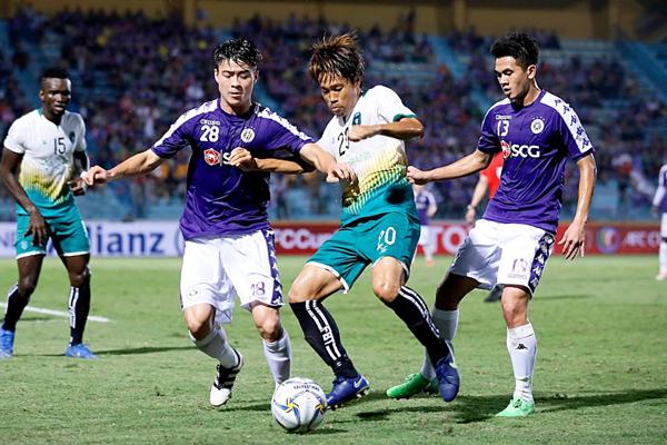 Duy Mạnh thi đấu dưới màu áo Hà Nội FC. Ảnh: AFC Cup