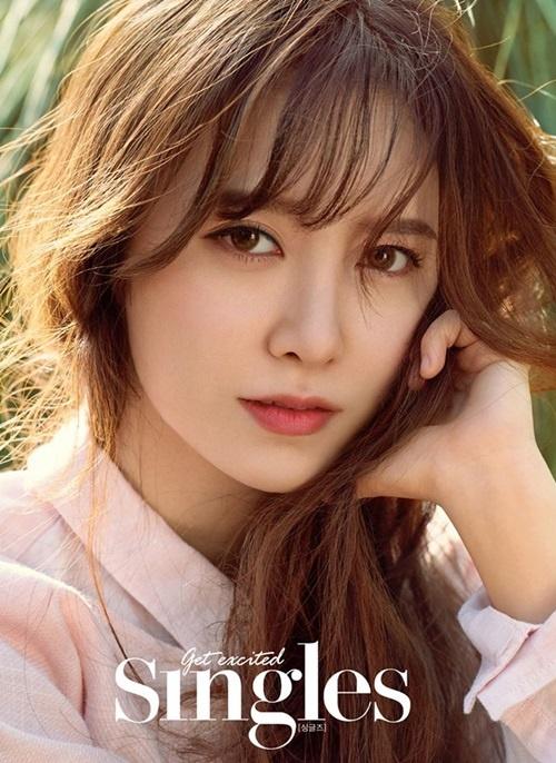 Nàng cỏ Goo Hye Sun có nhan sắc xinh đẹp phù hợp với mọi phong cách. Kiểu tóc dài giúp cô đằm thắm dịu dàng nhưng sau nhiều năm, hình ảnh cô trở nên nhàm chán.
