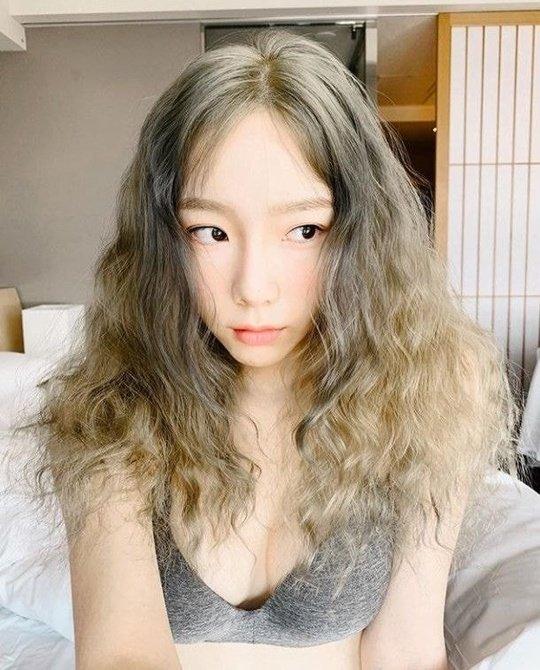 Tae Yeon cũng gây sốc bằng hình ảnh gợi cảm trên trang cá nhân.