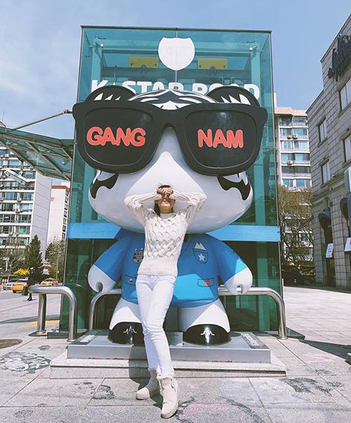 Nam Thư nhí nhố trên đường phố Gangnam.