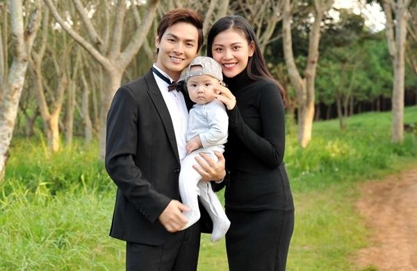 Chúng Huyền Thanh và con trai có mặt ở phim trường ủng hộ chồng.
