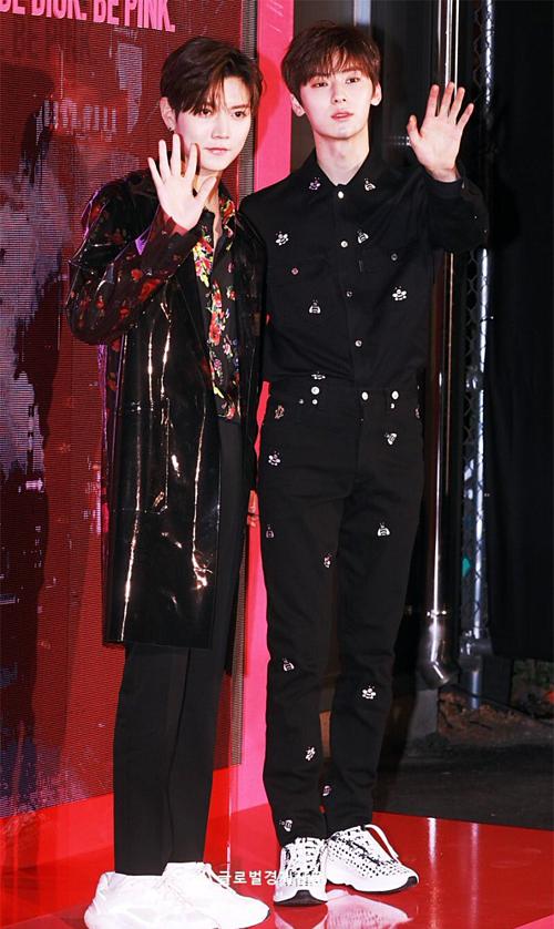 Ren và Hwang Min Hyun (NUEST) vẫn đẹp trai, phong độ như thường lệ.