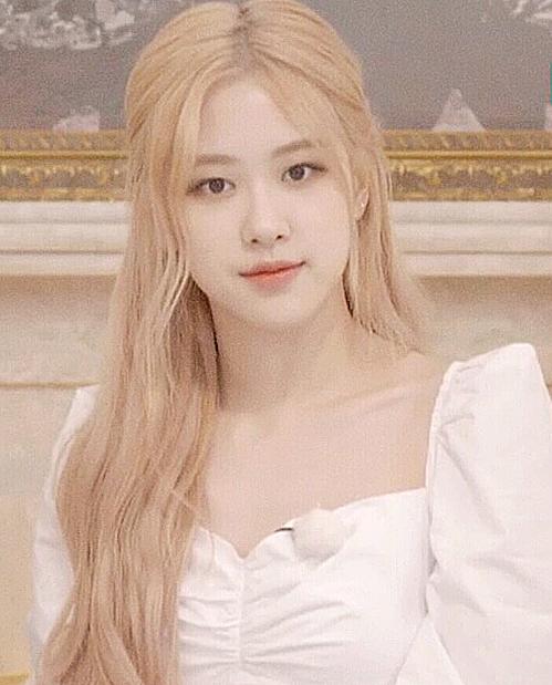 Rosé được khen xinh đẹp như nàng công chúa.