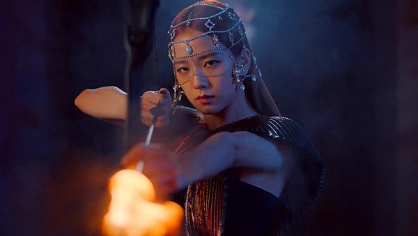 Một số nhận xét: Ji Soo khiến tôi bất ngờ quá. Cô ấy có khí chất củadiễn viên rất nổi bật; Chỉ cần nhan sắc ấy thôi là có thể cân mọi concept; Ji Soo càng ngầu lại càng đẹp; Nữ thần Ji Soo; Cảnh cô ấy bắn cung xứng đáng đưa vào một bộ phim; Mắt Ji Soo rất có hồn, nếu YG không cho cô ấy đóng phim thì thật lãng phí...