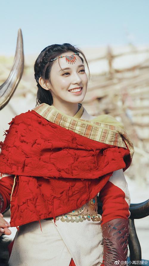 Nhờ cơn sốt Đông Cung, Bành Tiểu Nhiễm trở thành nữ chính được nhắc tên nhiều nhất trong đầu năm 2019. Trong vai công chúa Tiểu Phong, Bành Tiểu Nhiễm lúc nào cũng rực rỡ và đáng yêu. Nhưng với những cảnh phim đòi hỏi diễn xuất nội tâm, gà cưng nhà Phạm Băng Băng chưa thể hiện được. Cô vẫn còn nhiều phân cảnh trợn mắt há mồm ngây ngô khiến khán giả bực bội trong phim.