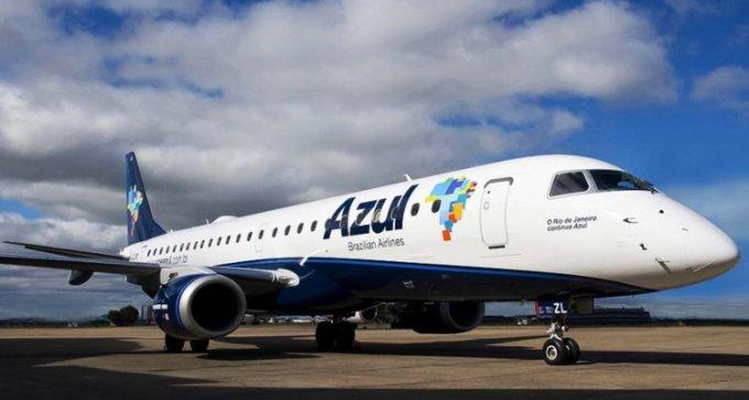 """<p> <strong>7. Azul, Brazil</strong></p> <p> Hãng hàng không này đã tăng 2 bậc so với năm ngoái. Chuyến bay đường dài của Azul đưa ra giới thiệu dịch vụ """"Skysofas"""", là cách ghép 4 ghế ngồi ở hạng phổ thông thành một chỗ rộng rãi cho gia đình, cặp đôi hay bạn bè đi du lịch cùng nhau.</p>"""