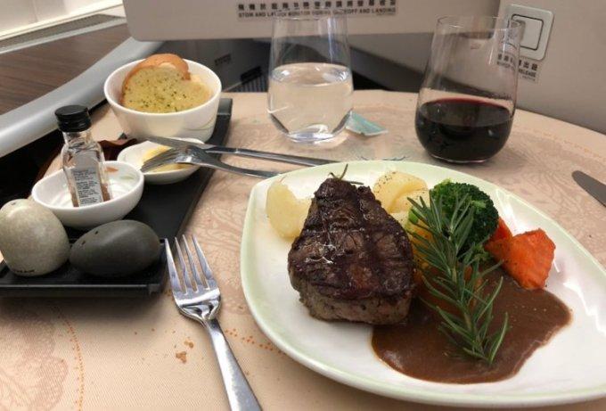<p> Món ăn phục vụ hành khách của hãngEva Air được đánh giá cao.</p>