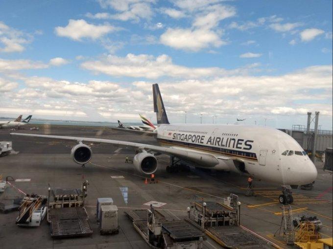 """<p> <strong>1. Singapore Airlines, Singapore</strong></p> <p> Năm thứ hai liên tiếp, Singapore Airlines đứng ở vị trí số 1 và cũng được trao giải hãng hàng không có ghế hạng phổ thông tốt nhất.</p> <p> """"Singapore Airline không bao giờ khiến tôi thất vọng"""", """"Dịch vụ tuyệt vời. Các lựa chọn giải trí tuyệt vời. Chuyến bay hoàn hảo trong suốt chặng đường"""", bình luận được để lại.</p>"""