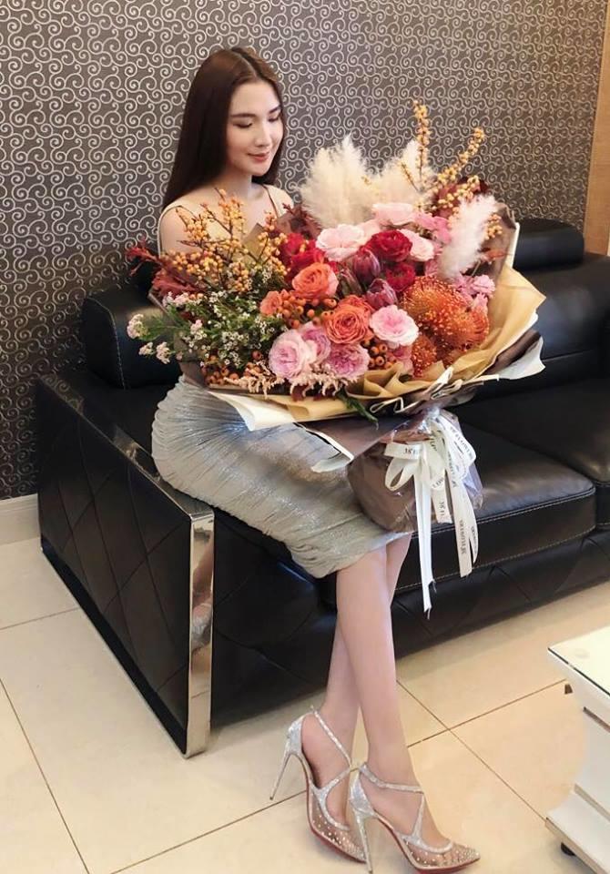 <p> Ngọc Loan thường xuyên được bạn trai tặng quà mỗi dịp lễ, kỷ niệm.</p>