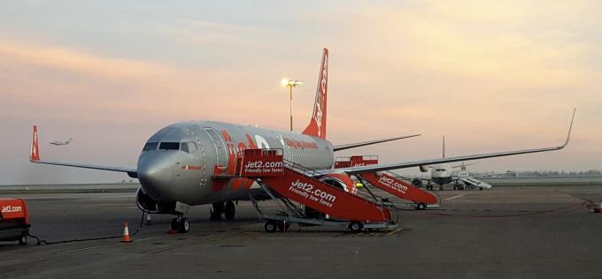 <p> <strong>9. Jet2.com, Anh</strong></p> <p> Hãng hàng không giá rẻ của Anh đã giảm hai bậc so với bảng xếp hạng năm ngoái. Đây là hãng hàng không tốt nhất vương quốc Anh, tự hào với không khí thân thiện, giá cả phải chăng và 22 cân hành lý miễn cước phí.</p>