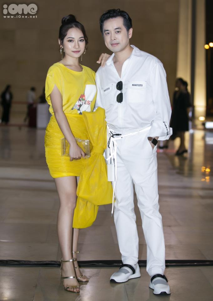 <p> Cặp đôi Duyên Sara - Dương Khắc Linh không rời nhau nửa bước, tình tứ sóng đôi với trang phục màu sắc đối lập.</p>