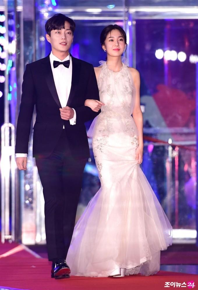 <p> Baek Jin Hee gây ấn tượng bởi vẻ đẹp thuần khiết trong váy đuôi cá tinh tế.</p>