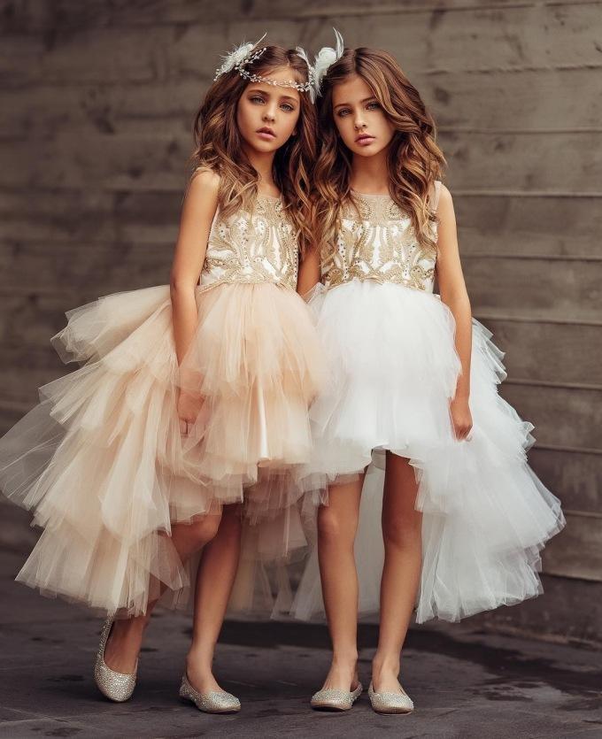 """<p> Ava Marie và Leah Rose năm nay mới 10 tuổi nhưng đã có một sự nghiệp người mẫu lẫy lừng. Họ là """"con cưng"""" của loạt nhãn hàng: La Petite Magarzine, Petite Adele, VÉG-A -PORTÉR, Airfish...</p>"""