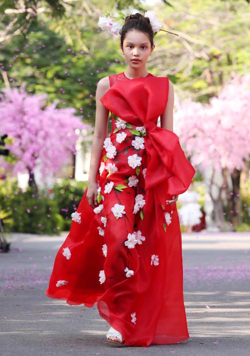 Lấy ý tưởng từ loài hoa anh đào của Nhật Bản, những người mẫu nhí hoá thân thành nàng công chúa mộng mơ lạc bước vào một khu vườn anh đào cổ tích đầy nắng. Đây cũng chính là concept chính của chương trình với khung cảnh được Xuân Lan và ekip dựng lên như một Nhật Bản thu nhỏ trong mùa hoa anh đào nở.