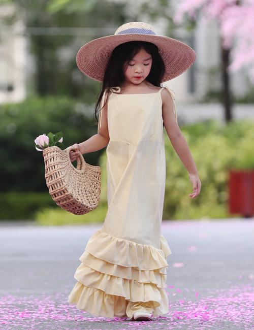 Nối tiếp nhiều mùa thành công, Xuân Lan tiếp tục tổ chức Tuần lễ thời trang trẻ em Việt Nam Xuân Hè 2019 (Vietnam Junior Fashion Week) tại Đà Nẵng với sự tham gia của hơn 500 mẫu nhí từ khắp cả nước. Con gái Xuân Lan - bé Thỏ - bản lĩnh trong vai trò mở màn bộ sưu tập Summer Vacation Getaway.