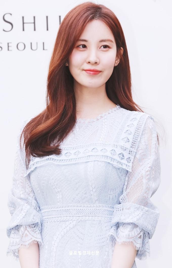 <p> Nhan sắc lộng lẫy của Seo Hyun trở thành điểm nhấn trong sự kiện. Em út của SNSD trang điểm nhẹ nhàng nhưng toát lên khí chất sang chảnh, thanh lịch.</p>