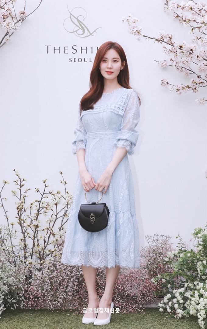 <p> Từ sau khi rời SM, Seo Hyun ngày càng xinh đẹp. So sánh với các khách mời khác, nữ idol không hề kém cạnh và còn có phần ''nhỉnh'' hơn về visual.</p>