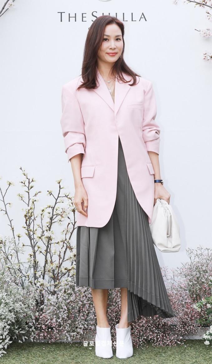 <p> Vợ của Jang Dong Gun, diễn viên Go So Young quyến rũ ở tuổi 46.</p>