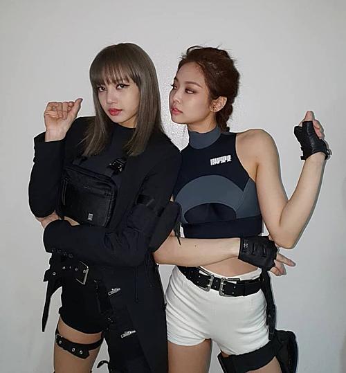Bộ đôi Lisa - Jennie khiến fan mất máu với style siêu ngầu - 3
