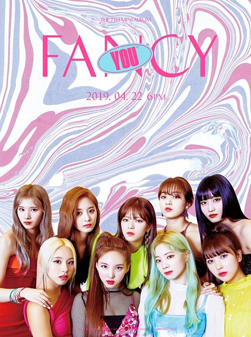Fan Twice phàn nàn vì JYP thiết kế poster nhóm như gánh xiếc rẻ tiền