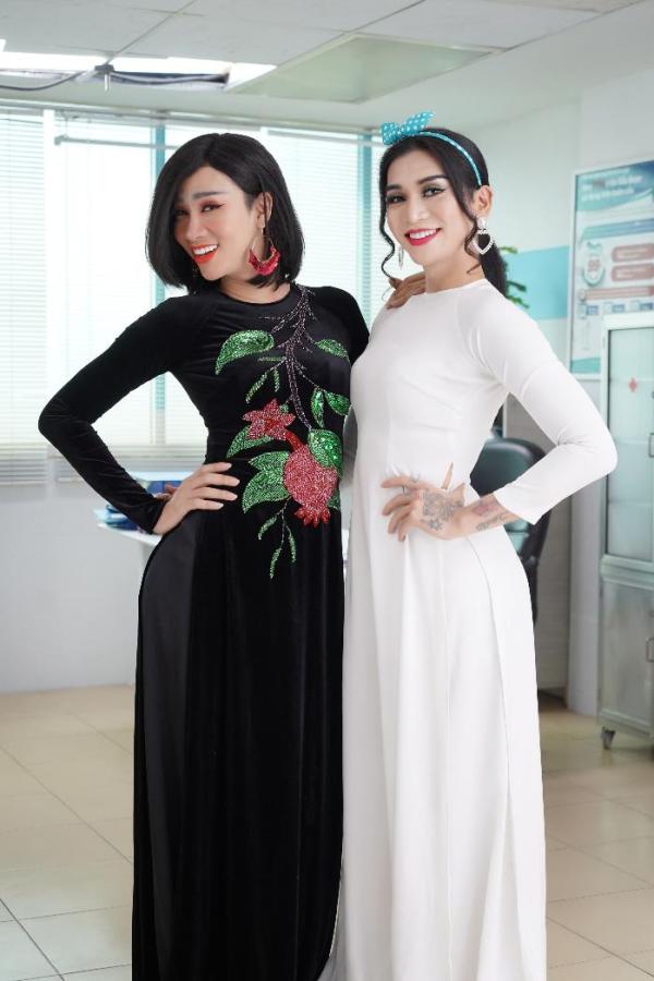 Hải Triều và BB Trần diện áo dài trong phim.