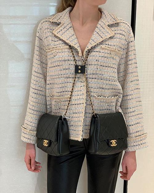 Chanel đã biến ước mơ đeo một lúc hai túi của nhiều tín đồ thời trang thành hiện thực.