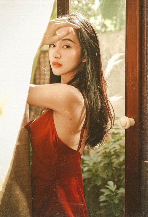 Jun Vũ đẹp mơ màng như thiếu nữ trong tranh.