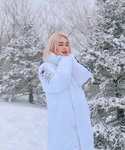 MLee như công chúa tuyết giữa trời trắng xóa ở Hàn Quốc.