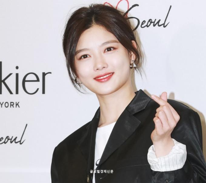 <p> Kim Yoo Jung chưa công bố dự án phim mới trong năm 2019. Hiện ngôi sao dành thời gian tham gia các sự kiện, đóng quảng cáo và các công việc từ thiện.</p>
