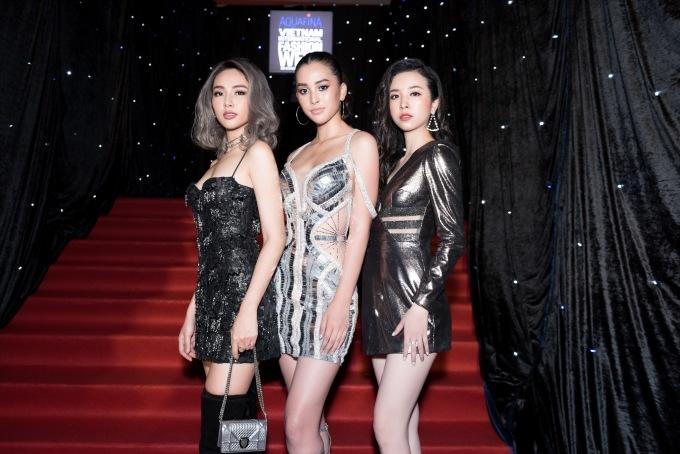 <p> Tuần lễ thời trang quốc tế Việt Nam - Vietnam International Fashion Week 2019 khai mạc tối 11/4 tại TP HCM với sự góp mặt của dàn mỹ nhân trên thảm đỏ. Bộ ba xuất thân từ Hoa hậu Việt Nam 2018 đến tham dự với phong cách cá tính.</p>