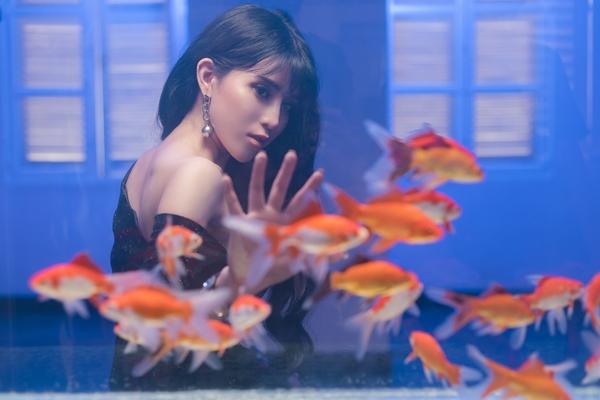 Ngọc Ánh lột xác hình ảnh trong MV mới.