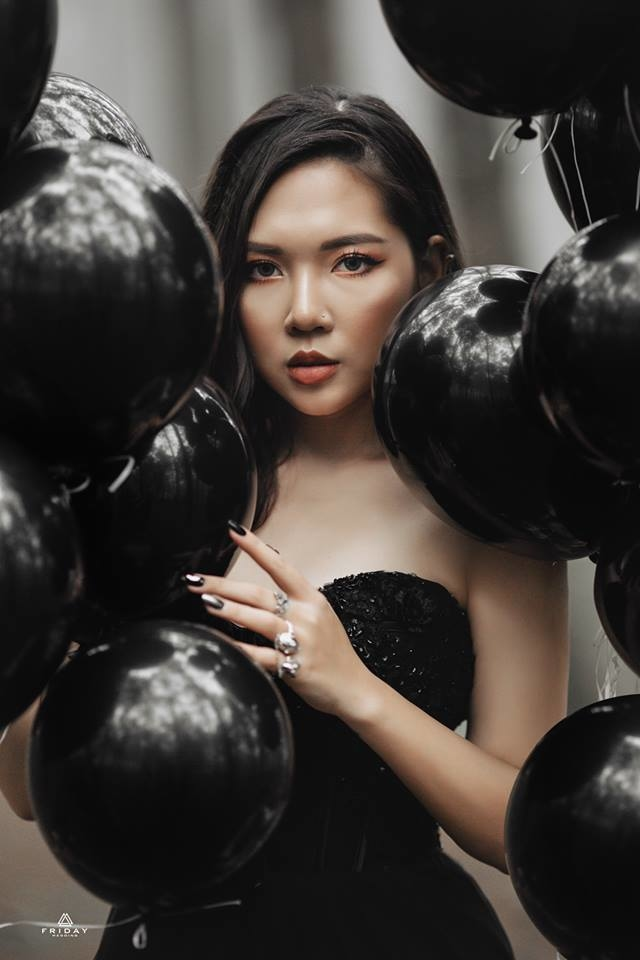 Beauty blogger Hà Nội phá cách với ảnh cưới đen ma mị