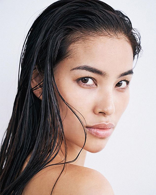 Phạm Hương đổi nghệ danh khi đầu quân cho công ty người mẫu Mỹ