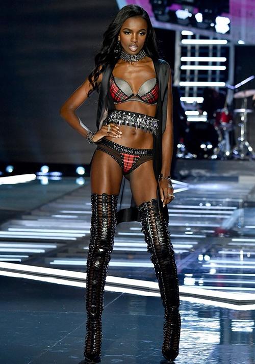 Năm 2010, cô bắt đầu sự nghiệp người mẫu khi trình diễn cho Marc Jacobs. Ngay sau đó, chân dài liên tục xuất hiện tại các show lớn của Moschino, Tommy Hilfiger, Tom Ford, Oscar de la Renta và Ralph Lauren.