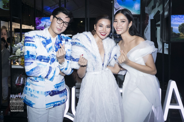 Đó chính là nguồn cảm hứng để NTK Hoàng Minh Hà thiết kế nên những trang phục ấn tượng được siêu mẫu Thanh Hằng, Quang Đại, Hoàng Thùy lựa chọn để tỏa sáng trên thảm đỏ của một trong những sự kiện thời trang được mong đợi nhất – Aquafina Vietnam International Fashion Week.