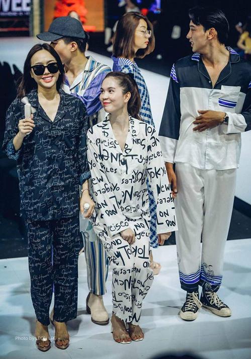 Ngọc Trinh khiến fan bị đốn tim hàng loạt với hình ảnh cực đáng yêu bên Diệu Nhi khi đang tập dượt diễn thời trang.