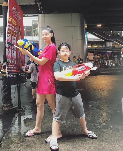 Trương Quỳnh Anh cũng cùng con trai sang Bangkok đúng dịp Tết này.