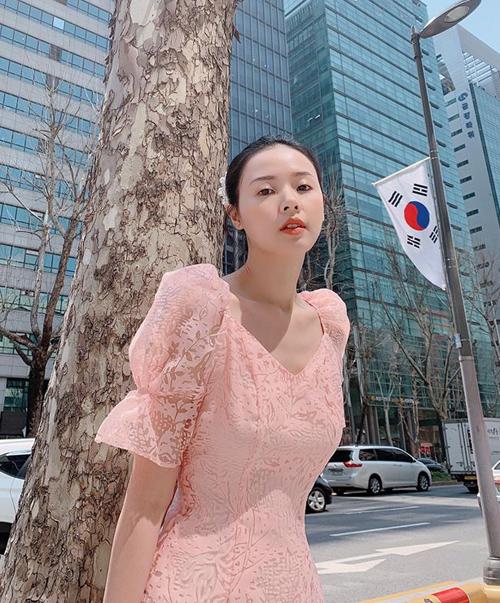 Midu hóm hỉnh tự nhận là em gái quốc dân Hàn Quốc.