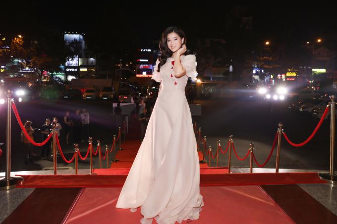<p> Tối 12/4, Lễ trao giải Cánh Diều Vàng 2018 diễn ra ở TP HCM. Hoàng Yến Chibi xuất hiện trên thảm đỏ với bộ cánh nhẹ nhàng.</p>