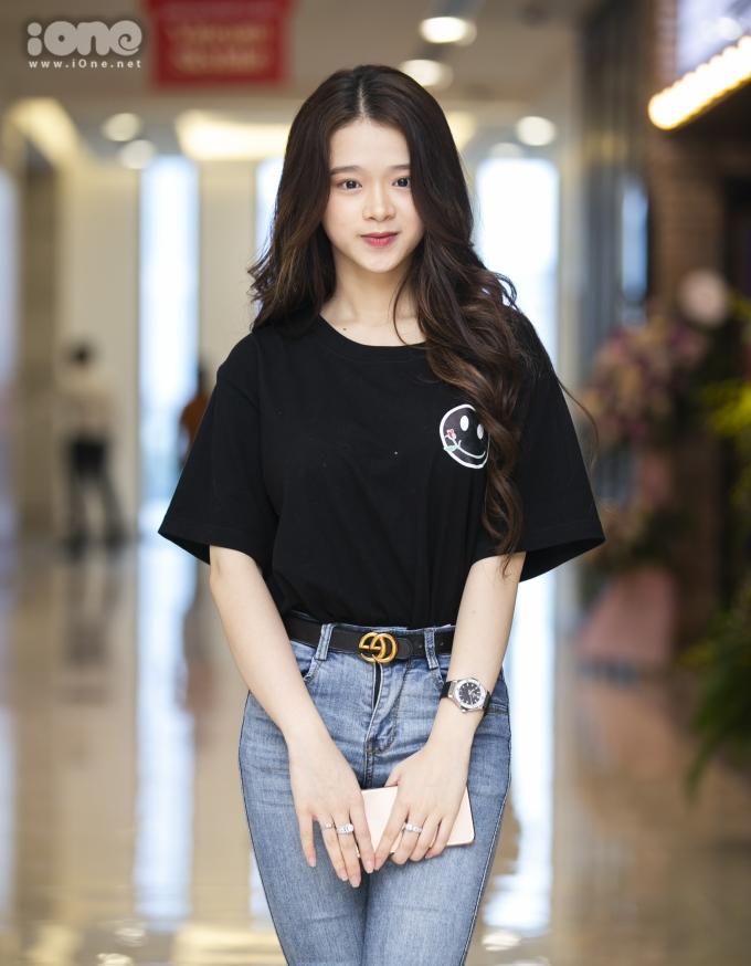 <p> Linh Ka (tên thật là Chu Diệu Linh, SN 2002), một hot teen được nhiều người biết đến nhờ hàng loạt bản cover với chất giọng trong trẻo, dễ nghe và ngoại hình trong sáng, xinh xắn.</p>