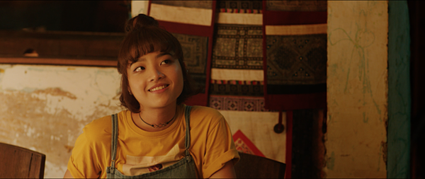 Sao trẻ Thanh Trúc nhận giải Nữ phụ xuất sắc nhất với vai Ngọc trong Chàng vợ của em.