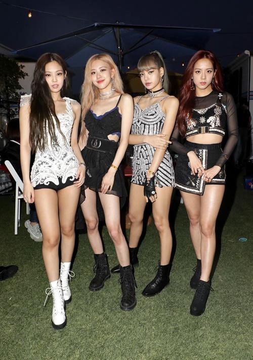 Sáng 14/4, Viện Nghiên cứu Kinh doanh Hàn Quốc công bố BXH giá trị thương hiệu nhóm nhạc nữ tháng 4. Kết quả được phân tích từ các dữ liệu bao gồm: chỉ số hoạt động, truyền thông, cộng đồng,..., từ ngày 12/3-13/4. Theo đó, Black Pink vẫn nắm giữ vị trí số 1 trong 4 tháng liên tiếp. Số điểm mà girlgroup YG nhận được là 13.572.370 điểm. Những từ khóa hot nhất về Black Pink bao gồm Kill this love, xinh đẹp,...