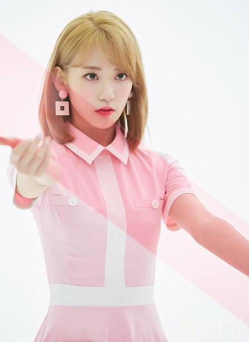 Sakura (IZONE) gây sốt với mái tóc vàng mới nhuộm. Nữ idol người Nhật cực hợp với phong cách trang điểm của Kpop.